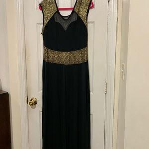 Dresses & Skirts - Black and Gold Maxi dress